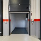 Single column goods lift up to 2500 kg